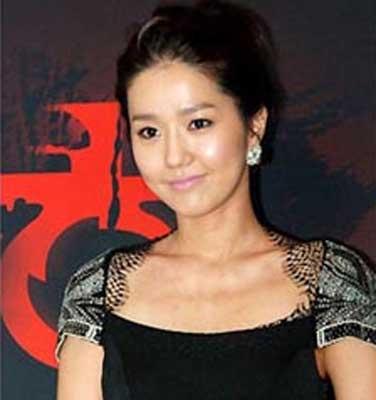 韩国女星李珍遭网友推测是传闻中和富豪性交易的女艺人。