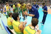 图文:巴西男排五连胜成功卫冕 巴西队主帅指导