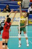 图文:巴西男排五连胜成功卫冕 巴西队员扣球