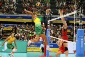 图文:巴西男排五连胜成功卫冕 巴西队员飞身
