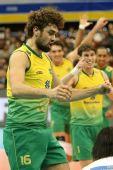 图文:巴西男排五连胜成功卫冕 巴西队欢庆胜利