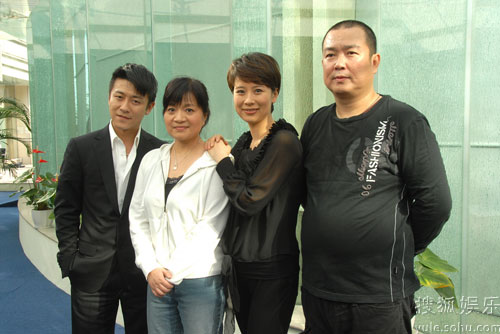昨日(11月24日)该剧由刘江导演,主演海清,林申来到沪上为该剧宣传造势图片