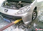 小心驾驶 爱车出事故啦