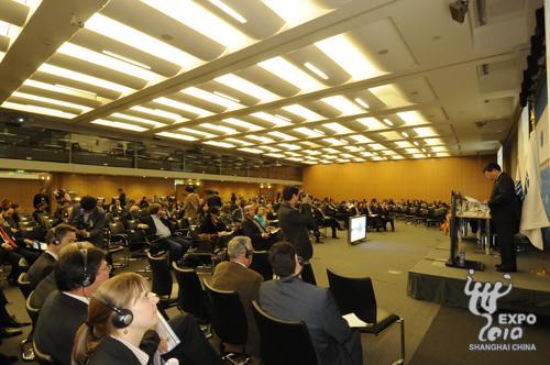 各国代表听取上海世博会筹备进展报告