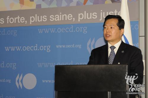 上海世博会组委会委员、中国贸促会副会长王锦珍在国展局146次会议上发言
