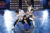 图文:亚运啦啦队选拔广州站 新七小福热舞