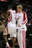 NBA图:火箭VS小牛 阿里扎与巴丁格