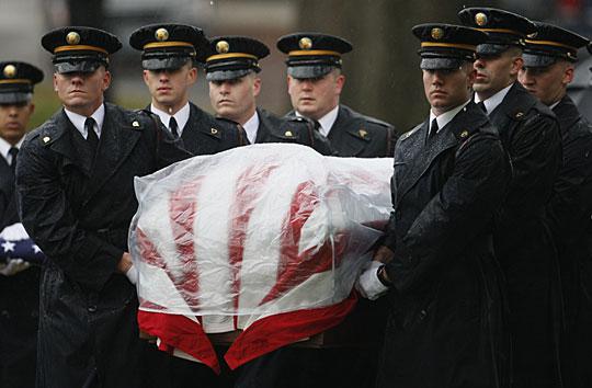 美国为胡德堡枪击案遇难者举行葬礼。