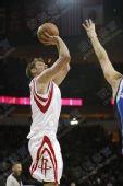 NBA图:火箭负小牛 安德森跳投出手