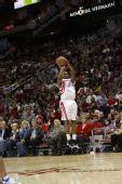 NBA图:火箭负小牛 洛瑞后仰出手