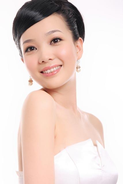 黑龍江影視頻道《明星告訴你》主持人王瑩圖片