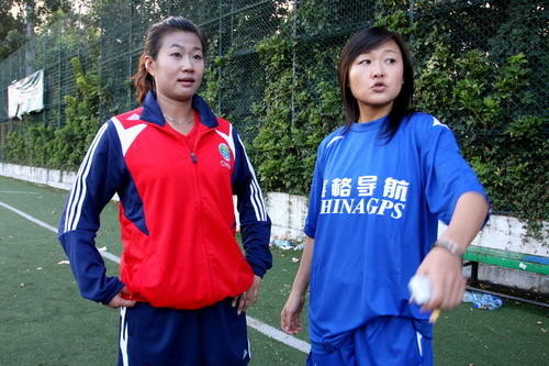 图文:女足性别大战 韩端与前女足队员