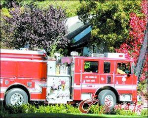 皮特家外发现一辆消防车