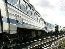 俄罗斯发生客运列车脱轨事故。