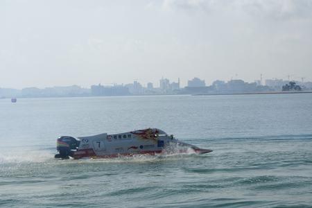 中国招商银行队伦迪驾驶7号赛艇在比赛中