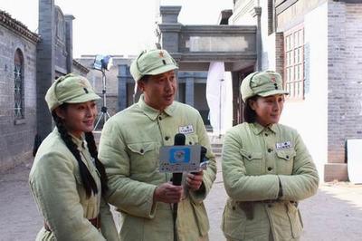 剧中主演从左到右:王媛可、张国强、王雅捷