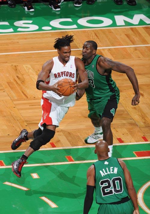 猛龙/图文:[NBA]猛龙VS凯尔特人 波什飘逸长发