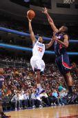 图文:[NBA]老鹰胜76人 格林上篮
