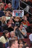图文:[NBA]老鹰胜76人 费城可爱小球迷