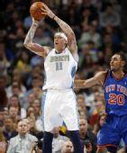 图文:[NBA]掘金胜尼克斯 鸟人跳投出手