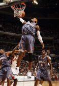图文:[NBA]山猫胜骑士 华莱士飞身暴扣