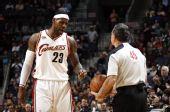 图文:[NBA]山猫胜骑士 小皇帝怒吼裁判