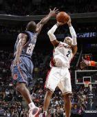 图文:[NBA]山猫胜骑士 小莫超级后仰跳投