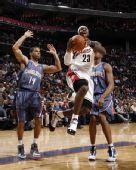 图文:[NBA]山猫胜骑士 皇帝突破上篮
