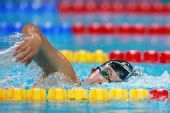 图文:女子800米自由泳任�B妮夺银 全力以赴