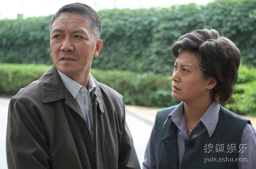 闻一达(左)与梅湘云(右)