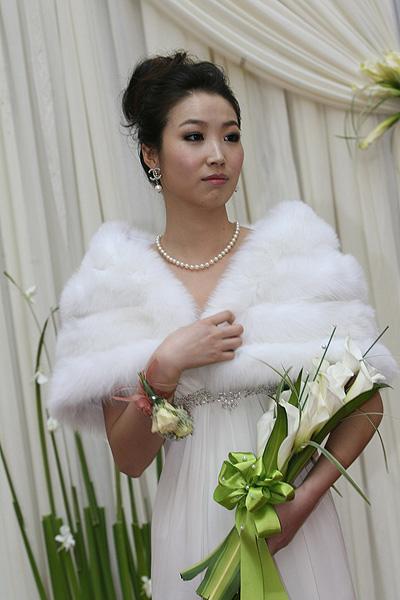 图文:[中超]韩鹏和甄珍大婚 新娘抑制住激动
