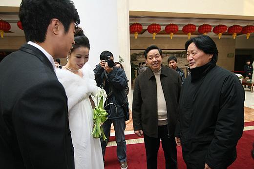 图文:[中超]韩鹏和甄珍大婚 朱广沪祝贺新人