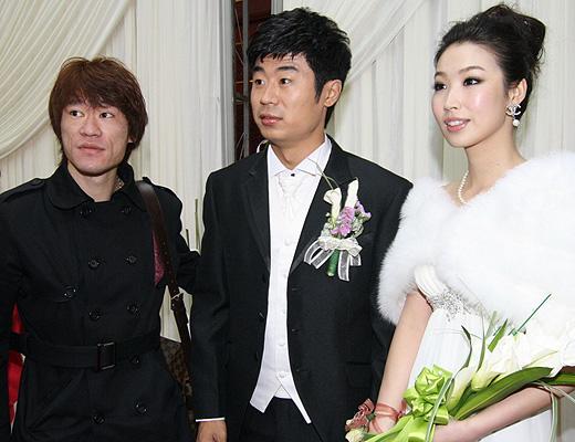 图文:[中超]韩鹏和甄珍大婚 王栋祝贺新人