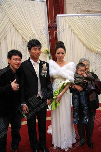 新娘和新郎出场