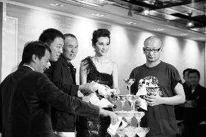 《不能没有你》剧组在金马奖结束后,与《风声》、《斗牛》等主创一起庆功。