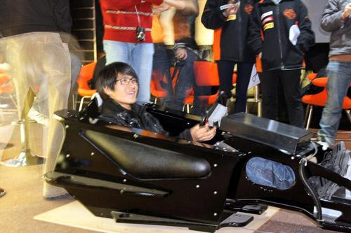 与车迷PK赛车模拟器 韩寒笑称从未见过这个东西