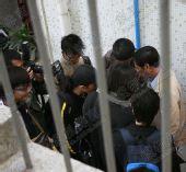 图文:[中超]广药队集中备战 记者围堵托管小组