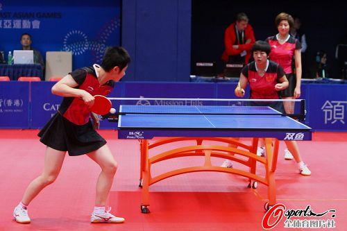 图文:国乒女队3-0战胜日本 女乒选手靓丽裙装