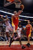 图文:[NBA]火箭战快船 巴丁格反手上篮