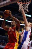 图文:[NBA]火箭战快船 海耶斯篮下强打