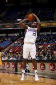 NBA图:国王胜步行者 埃文斯跳投出手