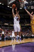 NBA图:国王胜步行者 布洛克曼篮下单打