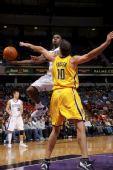 NBA图:国王胜步行者 福斯特力阻对手