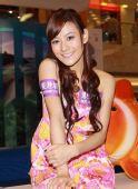 图文:歌手江若琳助威东亚运 小美女很可爱