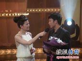 图文:2009中超颁奖典礼 邓卓翔回答