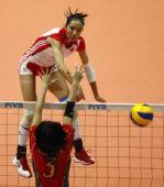 图文:东亚运中国女排胜日本 陆倩比赛中扣球