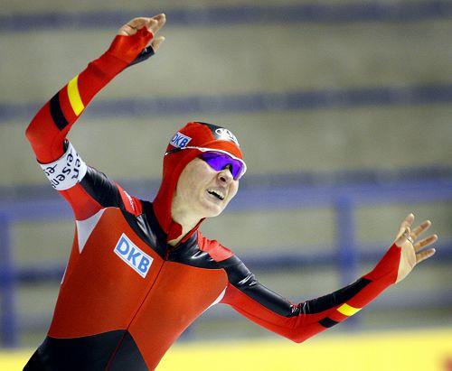 图文:速滑世界杯加拿大站 贝克特庆祝胜利