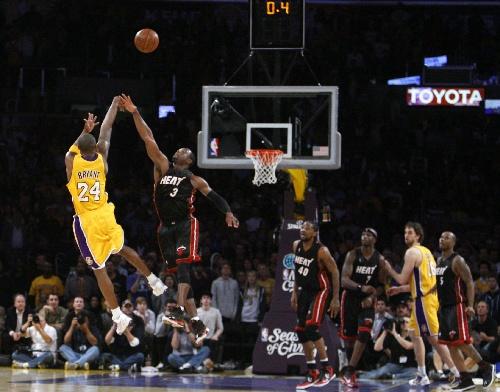 科比布莱恩特绝杀_图文:[NBA]湖人胜热火 科比绝杀瞬间-搜狐体育