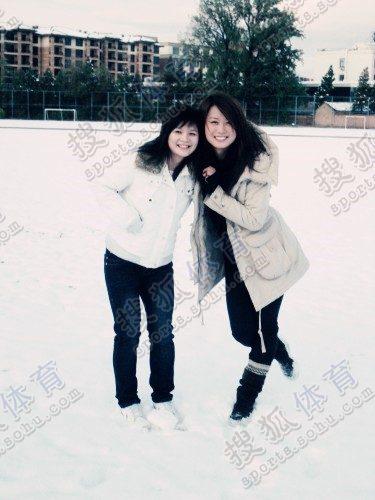 图文:中国橄榄球第一美女管奇仕 白色世界