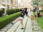 图文:中国橄榄球第一美女管奇仕 跨步表情灿烂
